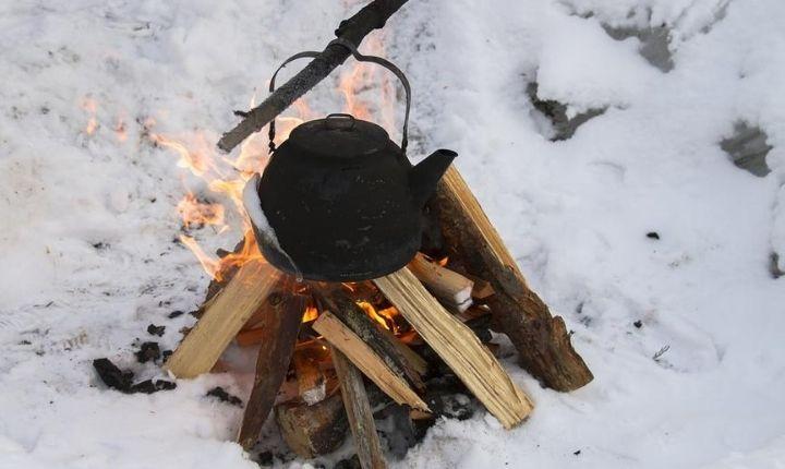 laga mat över eld