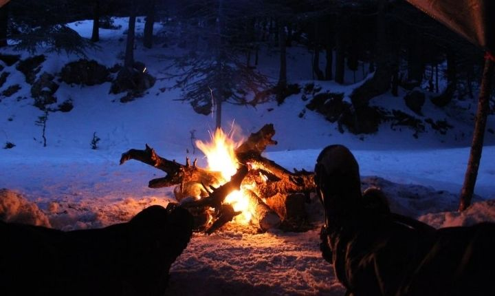 tälta utomhus på vintern